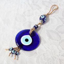 Oeil Turc, verre et métal sur corde (35 cm)