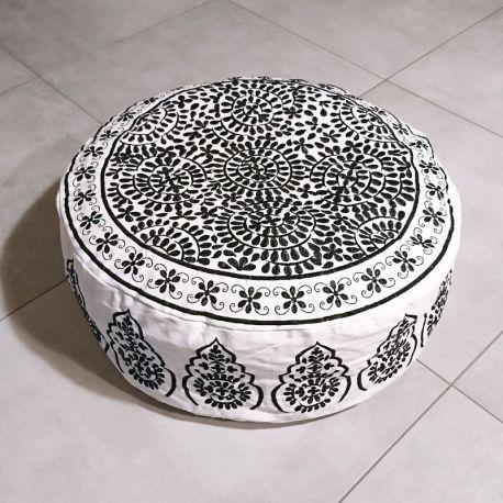 Pouf bas indien noir et blanc, motif brodé