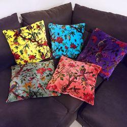 Housse de coussin velours à motif floral, photo d'ambiance