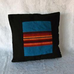 Housse de coussin noire, motif Andin bleu