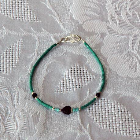 Bracelet fantaisie, perles vertes et noires, perle cœur