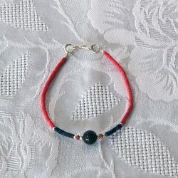Bracelet fantaisie, perles corail et bleu nuit