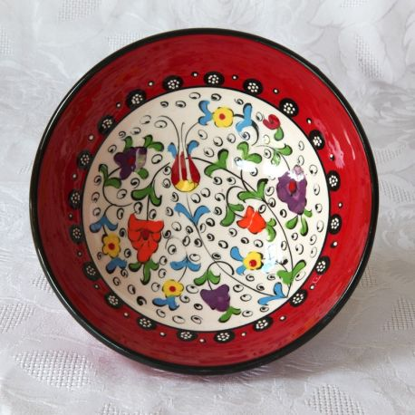 Bols rouges faits main, motif traditionnel d'Iznik