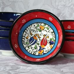 Bols rouges liseré bleu faits main, motif traditionnel d'Iznik