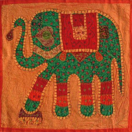 Housse de coussin orange patchwork éléphant 02