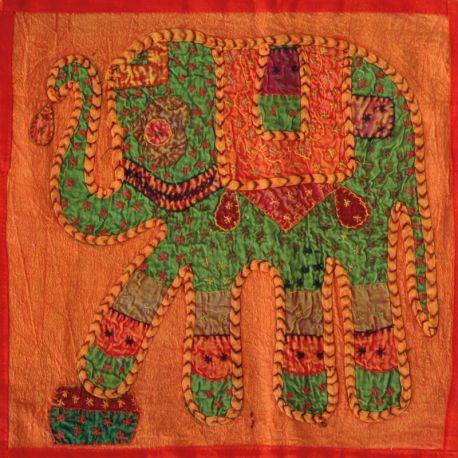 Housse de coussin orange patchwork éléphant 03