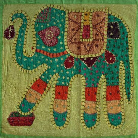 Housse de coussin vert patchwork éléphant 01