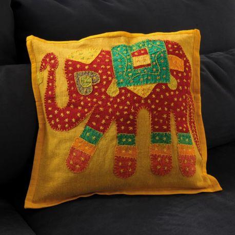 Coussin jaune patchwork éléphant 01