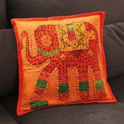 Housse de coussin orange patchwork éléphant