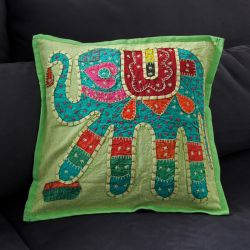 Coussin vert patchwork éléphant 07