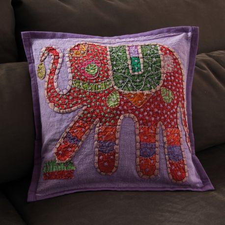 Coussin violet patchwork éléphant 01