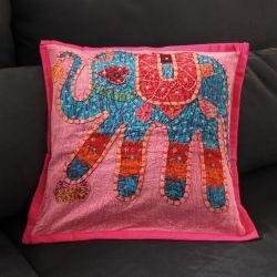Housse de coussin rose patchwork éléphant