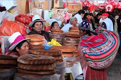 Etal de pain, mercado San Pedro, Cuzco, Pérou
