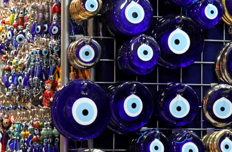 Oeil porte-bonheur Nazar Boncuk dans le grand Bazar d'Istanbul