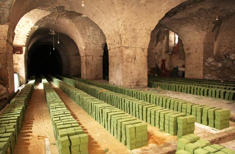 Pains de savon d'Alep dans les souks après découpage